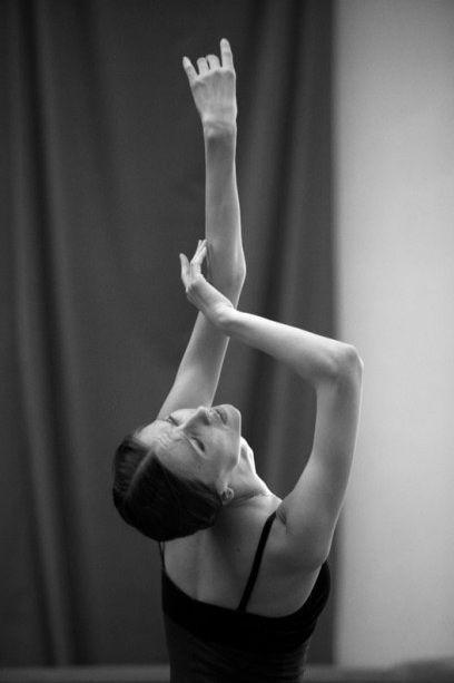 Svetlana Zakharova and her beautiful long arms / photo by Gérard Uféras.