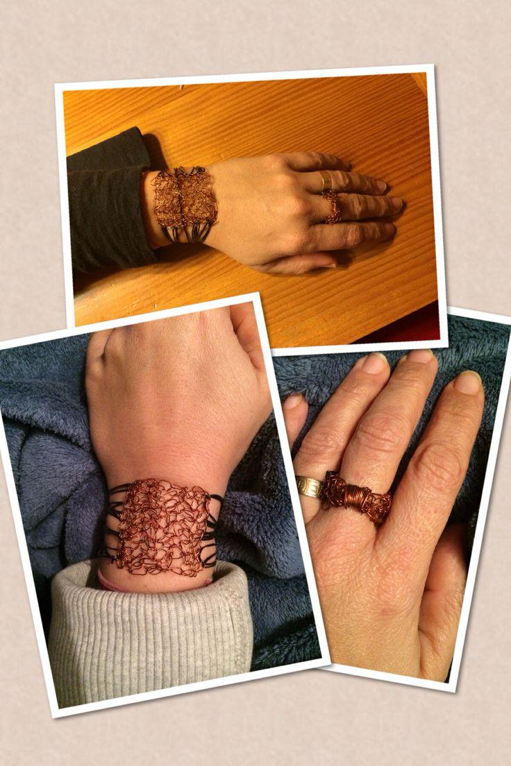 Pulsera y anillo tejido a Croché con hilo de cobre.
