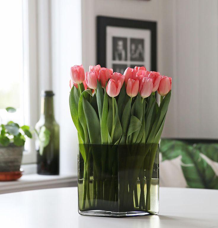 #ruutuvase #iittala New fresh energy with tulips