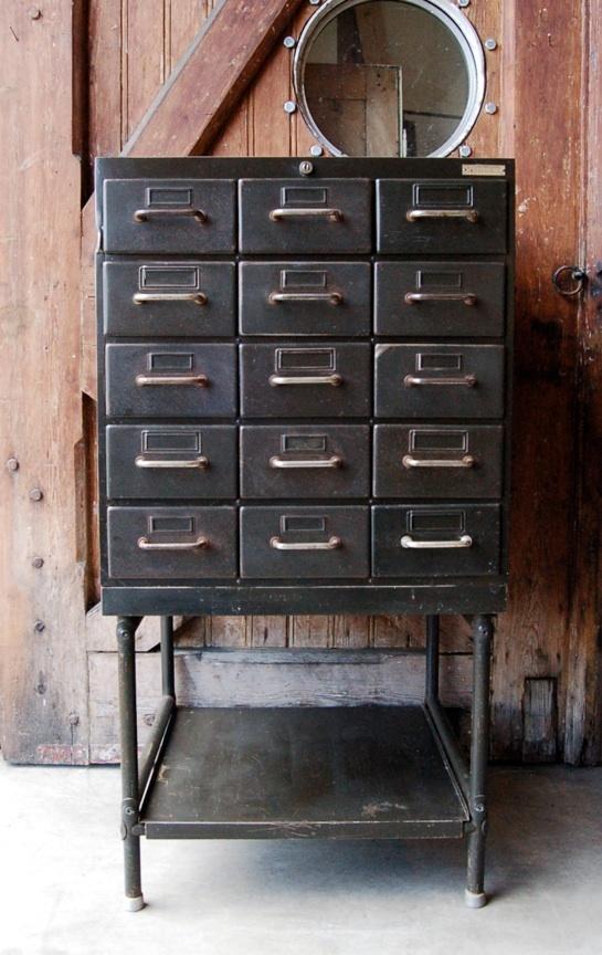 vakkenkast metaal oude industriele vintage brocante antiek