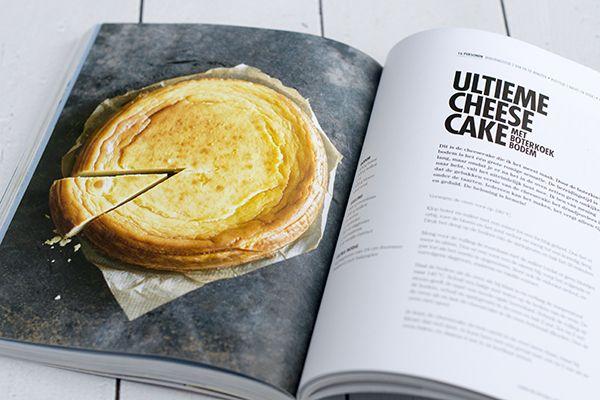 Miljuschka's ultieme cheesecake met boterkoek bodem /  Bereidingstijd 2 uur en 20 minuten, plus rusttijd 1 nacht in de oven en 4 uur koeltijd /   Ingrediënten voor 16 punten  De bodem:  •100 gram boter •100 gram suiker •1 ei •125 gram bloem •snuf zout  De vulling:  •900 gram roomkaas •250 gram suiker •5 eieren •1 eidooier •50 ml slagroom •1 eetlepel maïzena •1 theelepel vanille-extract  Extra benodigd: een springvorm van 24 cm doorsnede