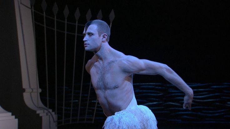 Pyotr Ilyich Tchaikovsky: Swan Lake – Richard Winsor, Dominic North, Nina Goldman – Matthew Bourne, Ross MacGibbon (2012, HD 1080p)