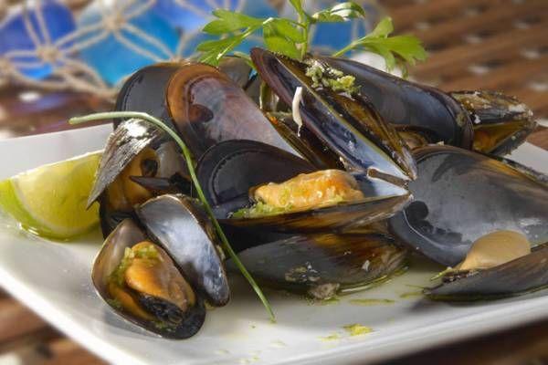 Una ricetta per preparare un saporito piatto di cozze al vapore: tutto il gusto del mare sulla vostra tavola!