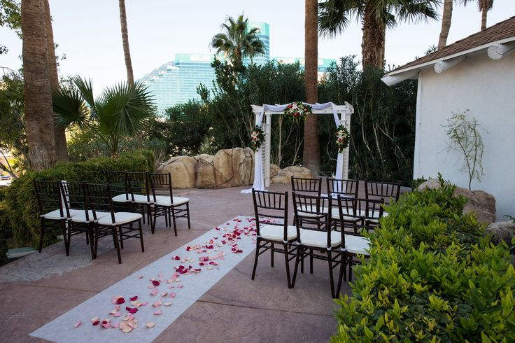 Garden weddings las vegas tropicana lv weddings for Outdoor vegas weddings