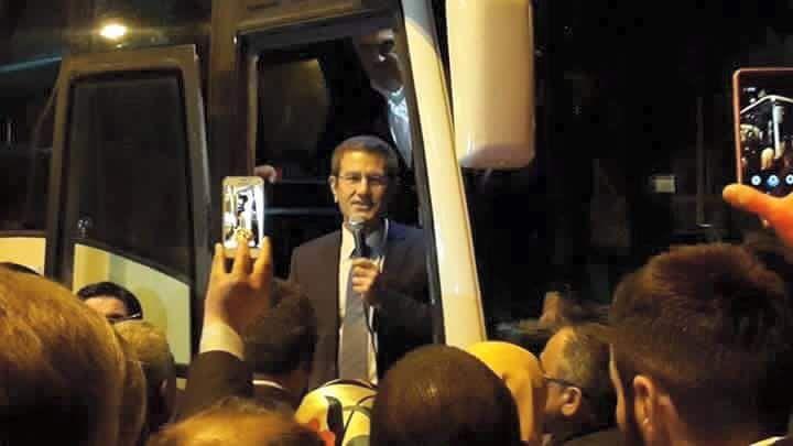 Bu&nbspgece Ordu-Giresun havaalanında partililer tarafından tekbirlerle karşılanan Nurettin Canikli ile birlikte AK Parti milletvekilleri Sabri Özt&