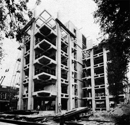 """Louis Kahn - Richard Medical Research Center """"Il tema della cavità viene esplicitato in ogni variabile possibile di scala, direzionalità verticale e orizzontale, e uso funzionale."""""""