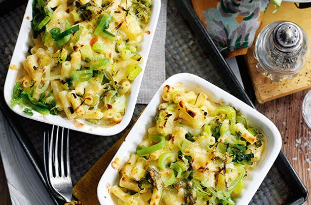 Slimming World's leek macaroni cheese is really simple to make taking only 20 mins in total - perfect if you're looking for a speedy, healthy supper during the midweek rush. The fresh chives and hint of mustard powder gives this dish a warming flavour.
