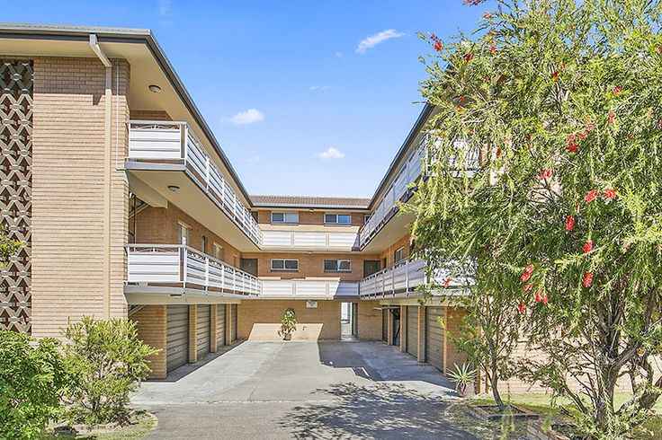 Windsor 7/31 Grantson Street...Absolutely unheard of this FIVE, yes FIVE bedroom top floor apartment is just moments to the RBH, CBD, Cafés, Restaurants, train and bus services.