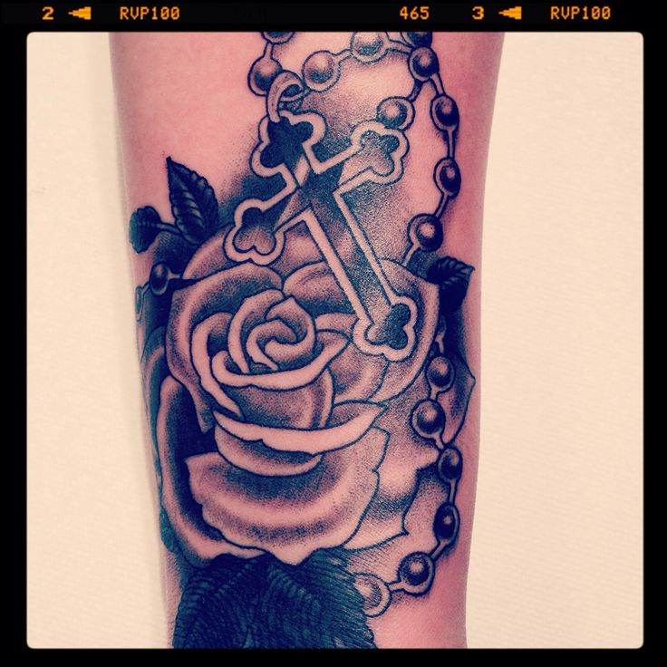 My tattoo in memory of my cousin Matthew rose and rosary love it! Forever tattoo eiland