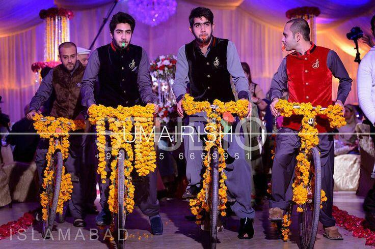 Mehndi Bride Entrance : Pakistani mehndi celebrations in