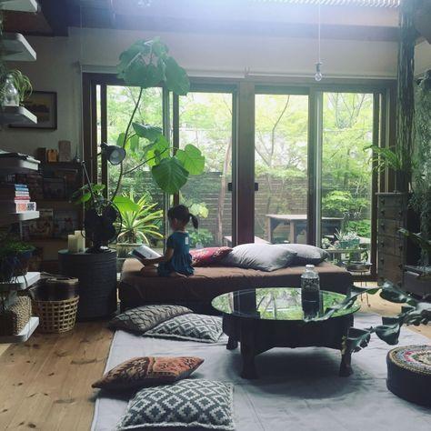 yururi-8239223さんの、植物のある暮らし,テラリウム,アガベ,扇風機,ベルメゾン,いなざうるす屋さん,IKEA,こどもと暮らす。,NO GREEN NO LIFE,オールドキリム,クッションカバー,植物,ニトリ,ちゃぶ台,チャパティテーブル,無印良品,ソファ,ウンベラータ,部屋全体,のお部屋写真