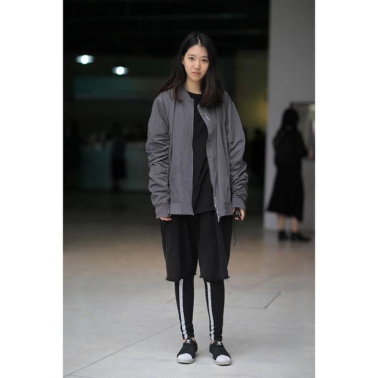 #indiestreet #方進一拍 第一眼是覺得很酷 交談間覺得她很可愛 拍後覺得她好漂亮 #上海時裝周 👉yotlj.blogcn.com