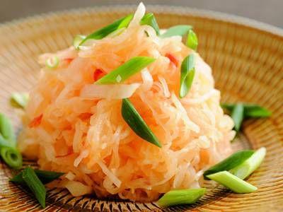 ワタナベ マキ さんの大根を使った「大根の柚子(ゆず)こしょうサラダ」。オリーブ油+柚子こしょうで、あっという間にドレッシングが完成。旬の大根を、香り豊かにご賞味ください。 NHK「きょうの料理」で放送された料理レシピや献立が満載。