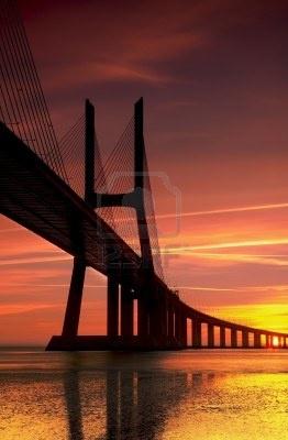 El puente más grande en Portugal Lisboa conexión con el sur