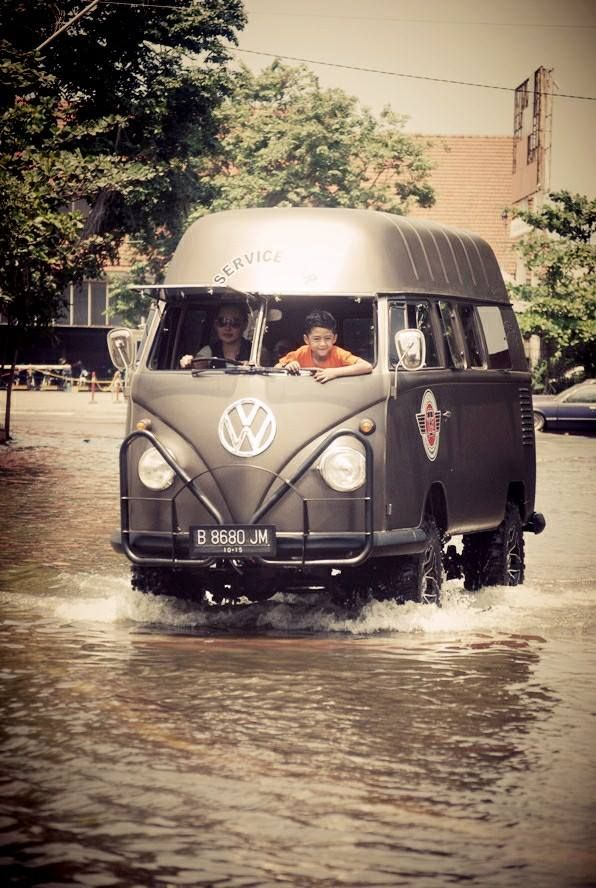 T1 VW Camper 4x4 Volkswagen campervan kombi bus high top - VERY COOL. Get your #VW #Peace #shirts here. https://www.etsy.com/listing/208314471/vw-peace-shirt-unisex-yingyang-original
