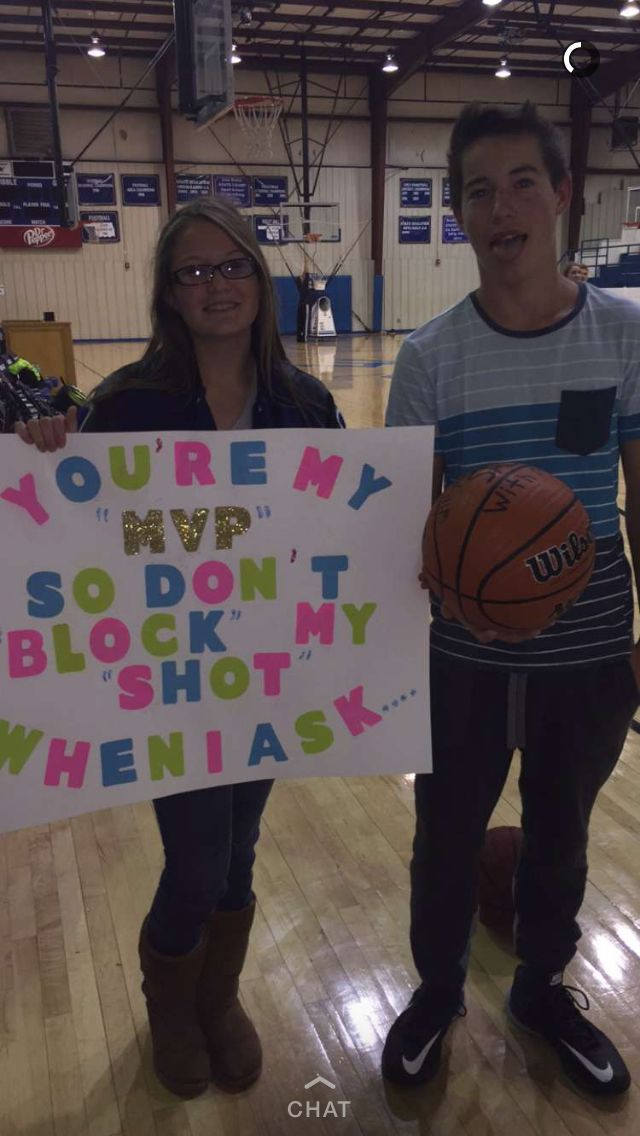 "How I asked my boyfriend to the dance the basketball says ""will you go to sadies with me?"""