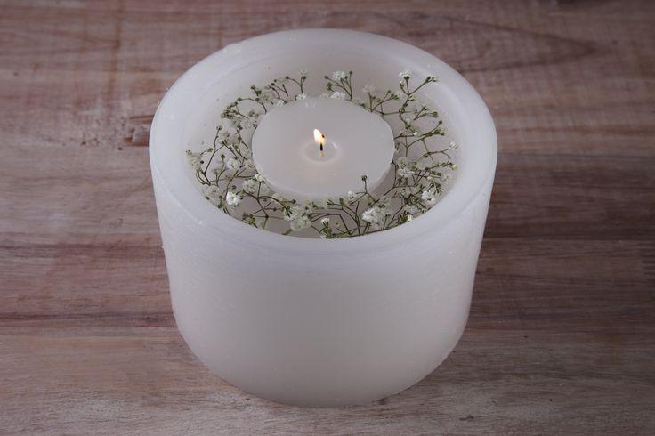 Fanal con vela flotante y florcitas pequeñas www.velasmariat.com