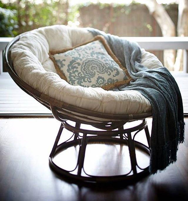 [ИНТЕРЬЕРНЫЙ СЛОВАРЬ] Папасан – это большое круглое и глубокое кресло, носит имя основателя фирмы, в которой его придумали. Оно было изобретено в 1950-х годах, но пик популярности такого рода кресел пришелся на 70ые годы прошлого века в США #mebelcity #интерьер #интерьерныештучки #петербург #homesweethome #домашнийуют #interiordesign #дизайнинтерьера #мебель