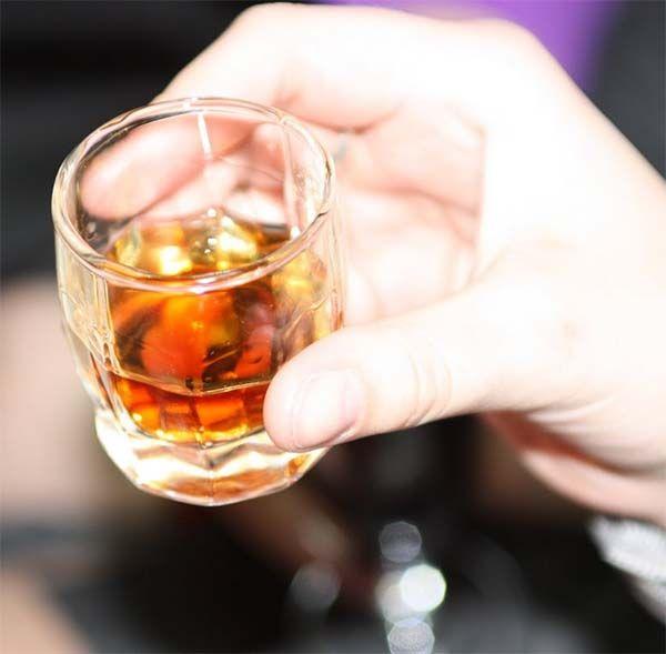 Awesome: Slight Alcohol Intoxication Facilitates Creative Problem Solving