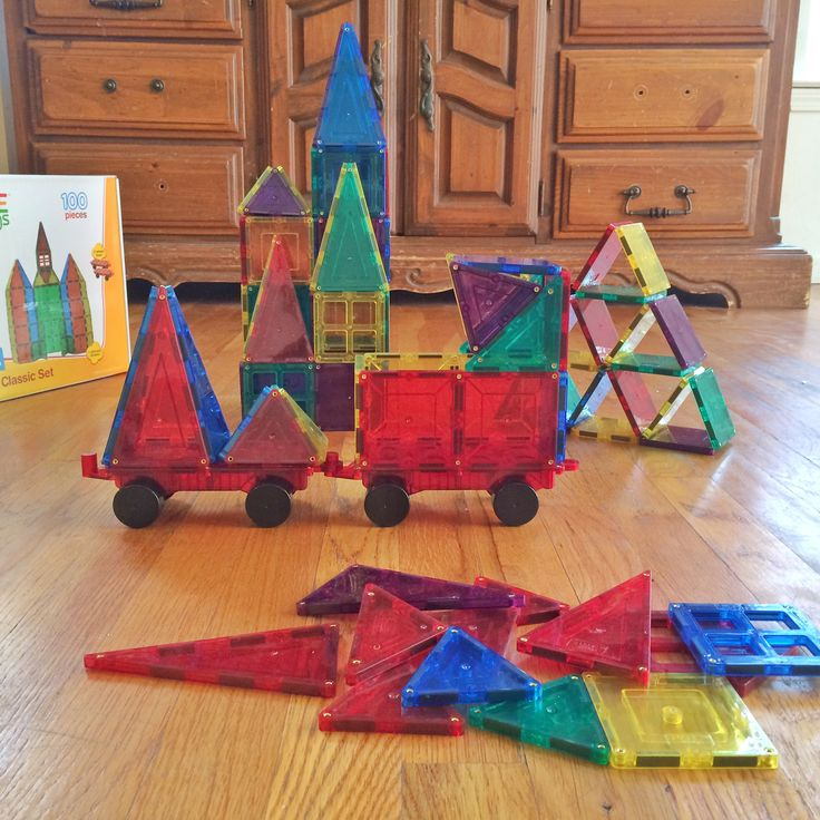 A total of 100 piece set 98 Magnetic tiles & 2 wheelbases. Includes Windows…