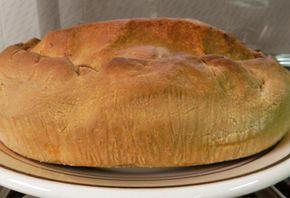 La panada è uno scriglio di pasta di semola che custodisce tutti i sapori: in questa versione con l'agnello e i piselli