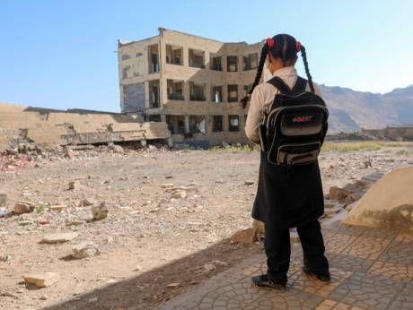 Militan Syi'ah tahan para pekerja medis  Ilustrasi seorang anak di Taiz kehilangan sekolahnya yang dibom pemberontak Syi'ah  Pejabat keamanan Yaman menyebut pemberontak Houthi menahan tujuh karyawan medis dari International Medical Corps karena dicurigai sebagai mata-mata intelijen asing. Milisi Houthi menggerebek hotel tempat menginap tim kemanusiaan di provinsi Ibb membawa relawan ke penjara milik mereka di Sana'a. International Medical Corps terus bekerja di Yaman di tengah perang…