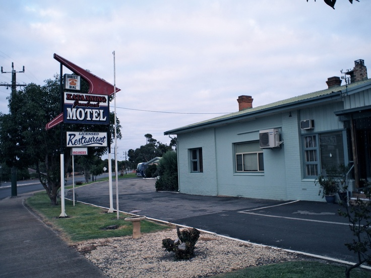 Katanning motel by mick italiano via 500px for Motel one wellness
