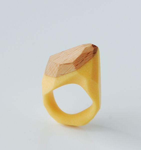 kanciak żółty z drewnem bukowym w Monopolka na DaWanda.com