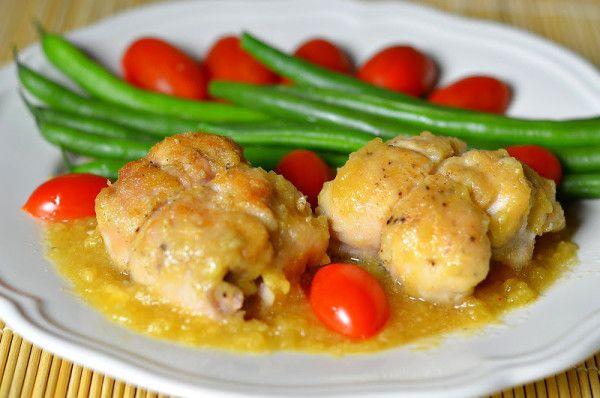 Филе цыпленка с сыром и ананасом | Вариантов приготовления куриного филе существует великое множество: его и отваривают, и жарят, и тушат, и запекают. Этот рецепт я готовлю уже давно, но всегда использовала филе грудки. В этот раз решила попробовать с филе голени. Сочетание нежного розового филе цыплёнка, ананаса и сыра делает это блюдо совершенно изумительным, а ананасовый соус станет достойным дополнением к нашему блюду.