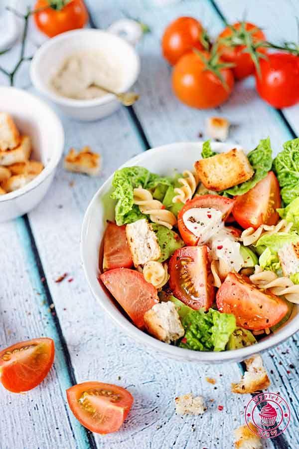 Caesar salad with pasta - sałatka cezar z makaronem