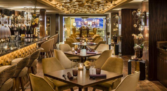 Nikkei Nine – Ein Gourmet Restaurant der japanischen Fusionsküche mit einem vornhemen Innenarchitektur Stil.      – Wohnen mit Klassickern