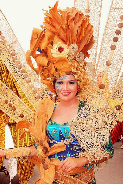 Pekalongan Batik Carnival - Pekalongan, Central Java - via @hauaprasasti