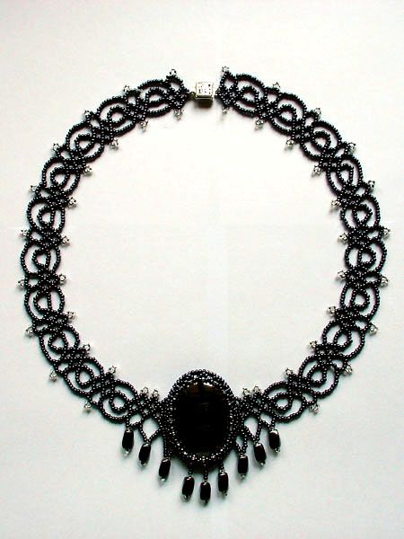Free pattern for necklace Black Lace