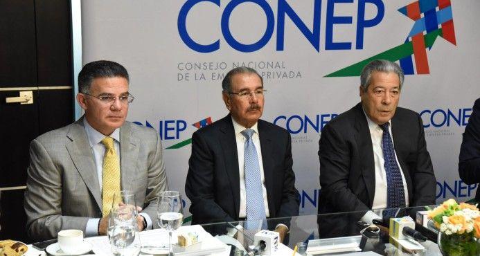 SANTO DOMINGO. El presidente Danilo Medina manifestó ayer que lo único que impedirá que el país se siga endeudando sería un balance primario que supere el problema de pagos de intereses y