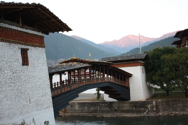 Bhutan covers an area of 46,500 sq km,roughly the size of Switzerland, and has a small population of 700,000 inhabitant , Lying in the eastern Himalayas,Bhutan is almost completely mountainous and must be one of the more rugged countries in the world.