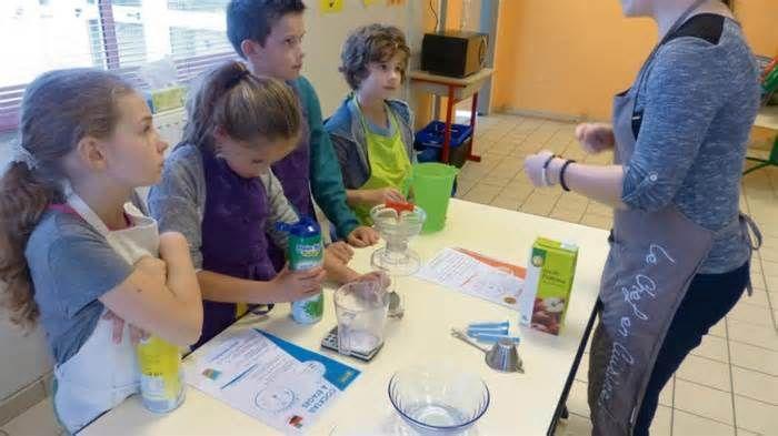 Les enfants d'Héricourt découvrent la cuisine moléculaire La session de la Toussaint de l'accueil de loisirs, du 23 au 27 octobre, a enregistré une bonne fréquentation. Vingt-six inscrits, en moyenne quatorze enfants de 6 à 13 ans pour les activités à la carte que proposaient Florence Dumont, la ...