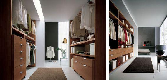 Cabina armadio in legno  con cassettiera, ripiani e appendi abiti