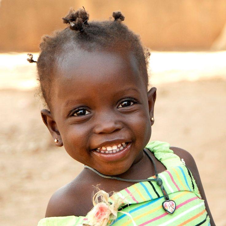 La Comunità di Sant'Egidio ha avviato dal settembre del 1998 un programma di adozioni a distanza attivo oggi in numerosi paesi del mondo. L'adozione a distanza prevede il sostegno di alcuni aspetti della vita del bambino: la salute, la scuola, l'alimentazione, l'iscrizione anagrafica, il vestiario, i giochi ed un sostegno all'intero nucleo familiare. Telefono +39 06 581 4217 http://www.santegidio.org/pageID/103/Adozioni-a-distanza.html