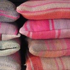 Kleurrijke Kussens : Van Verre