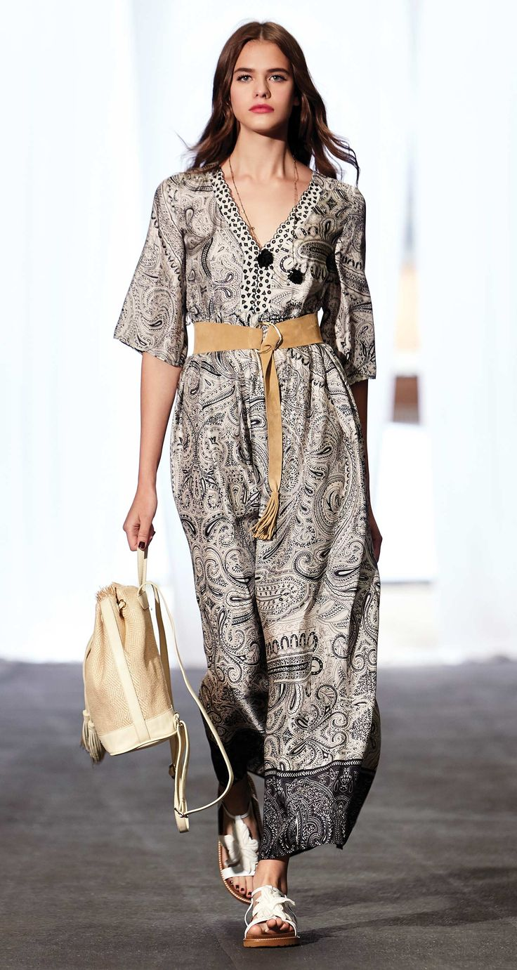 TWIN-SET Simona Barbieri, 2016 Summer collection: long cashmere print twill dress, necklace, suede bandeau belt and split leather lace print sandals.
