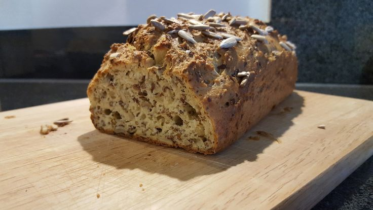 Low-Carb Brot mit Sonnenblumenkernen