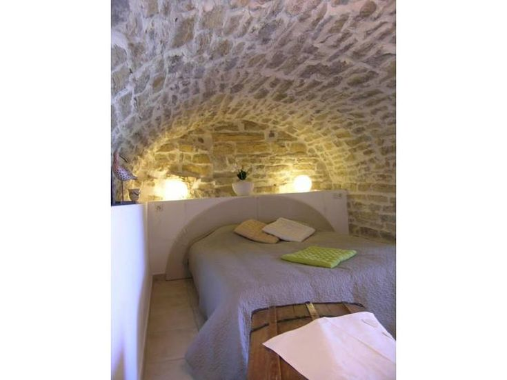 chambre mur en pierre voute g te la vign e saint maurice d 39 ard che location g te g tes de. Black Bedroom Furniture Sets. Home Design Ideas