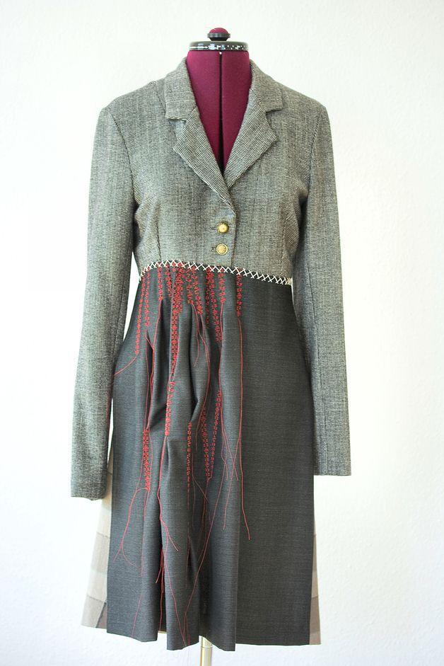 *Eine Erinnerung an vergangene Zeiten ... fürs Picknick, schöne Ausflüge - ein gemütliches Kleid mit liebevoller Stickerei!*  Das Kleid setzt sich aus einem Jäckchen und Rock (in...