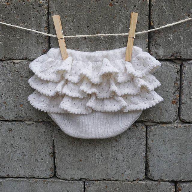 One pair of cute white PETITE BLOOMERS with ruffles on a peaceful Saturday. 😊 Have a nice weekend 😊  #peaceful #weekend #saturday #cute #petitebloomers #knit #ruffles #bloomers #babybloomers #knitting #whiteyarn #instaknit #knitstagram #petiteflæser #stikk #jentestrikk #strikkehygge #flæser #striktilbaby #petitesomething