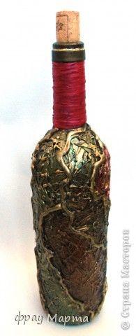 Понравилось мне декорировать бутылки с помощью термоклея))... Вот еще несколько новых бутылочек! С разных сторон все разные. фото 5