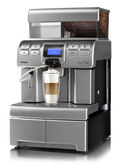 Aulika Top HSC Rimarki Saeco to doskonały ekspresz podłączeniem do wody, prosty w obsłudze. Umożliwia przygotowanie aromatycznej kawy cappuccino przy użyciu zaledwie jednego przycisku.Wysoka wydajność do3000 kaw miesięcznie sprawia, że wybierany jest do dużych biur i korporacji.