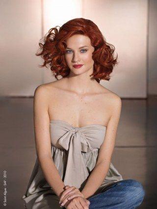 Cheveux roux bouclés
