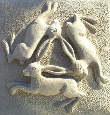 Scottish stone artist, Carvergillian Forbes A trinity of rabbits. rabbit, stone, carving, pattern, woodland, animal