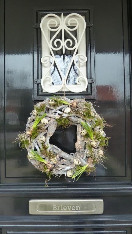 Frontdoor wreath spring