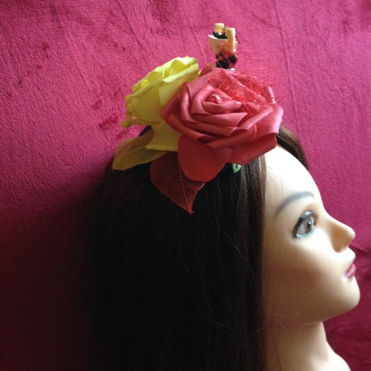 Black Hat Red Queen from Alice in the Wonderland, red, yellow, fascinator. #Minihat #veil #Carnival #Halloween #Christmas #ValentineDay #NewYear #costumeparty #minihats #Alice #AliceintheWonderland #MadHatter #minicylinder #cylinder #rabbit #RedQueen